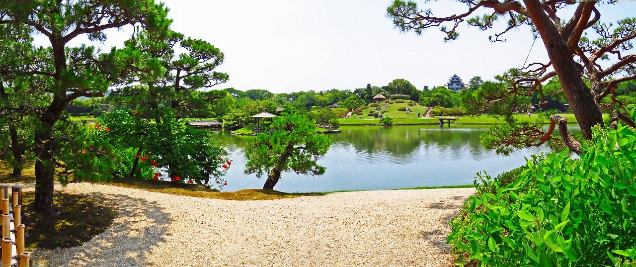 20170623 後楽園今日の観光定番位置から眺めた沢の池越しの夏の園内ワイド風景 (1)