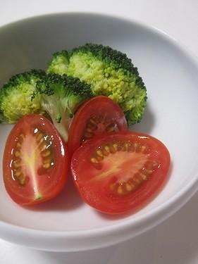 20170620 蒸しブロッコリーとトマト