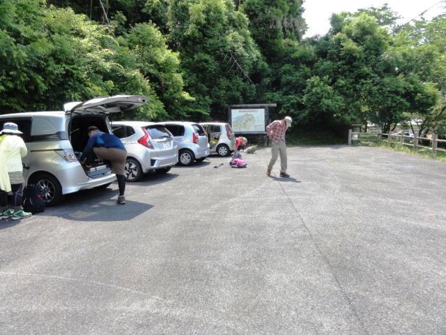 10-44 登山口駐車場