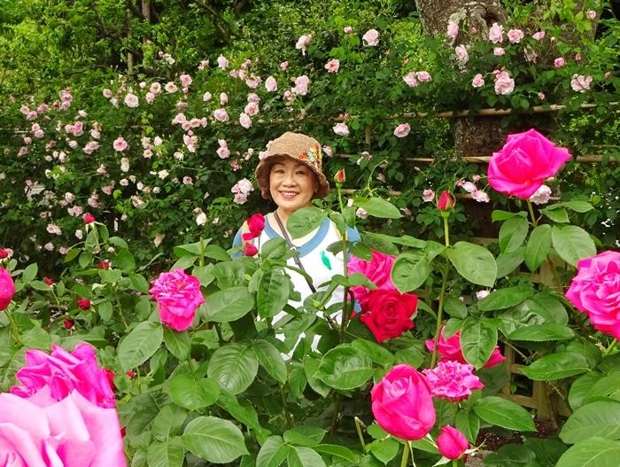 DSC08873吉田邸のバラと私