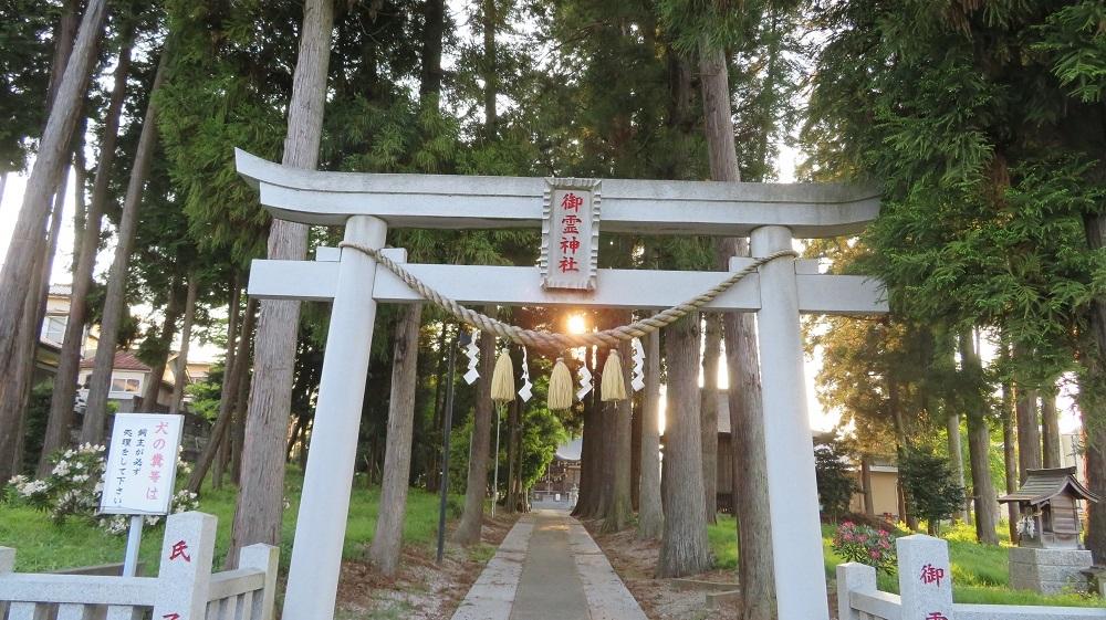 5御霊神社に夕日IMG_1415