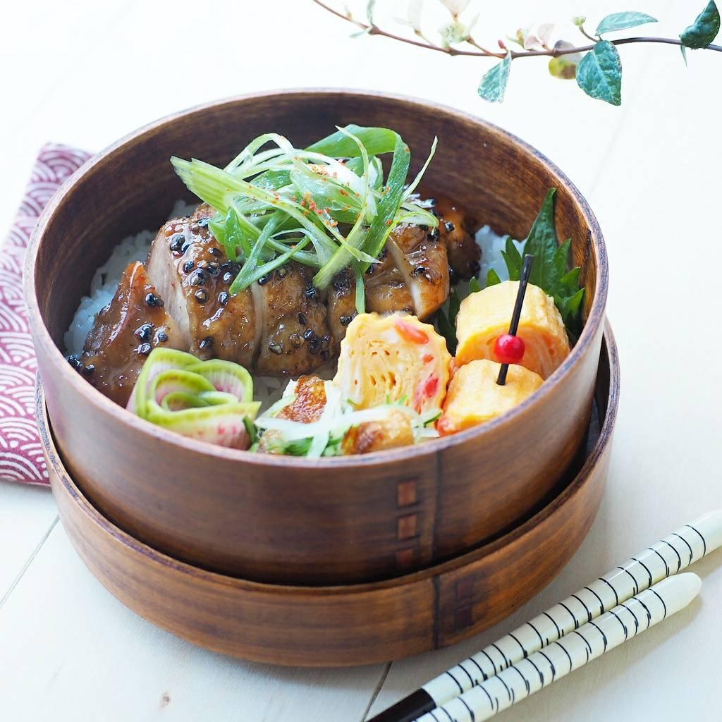 チキンの黒胡麻七味焼き
