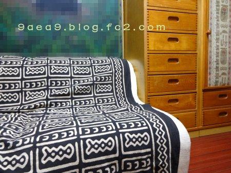 私の部屋の絵の周りのソファー