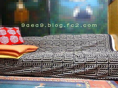 私の部屋の絵の周りのソファー3