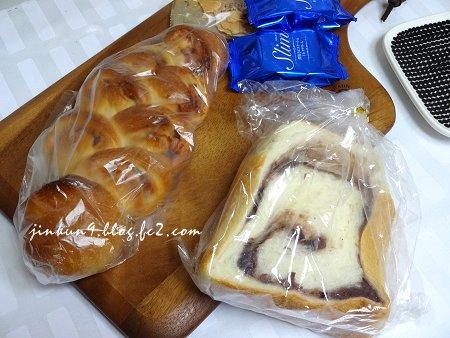 なんとなく06-06 パン食の時は 殆どが戴き物のパン 1
