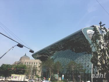 ソウル市庁駅近くにて。