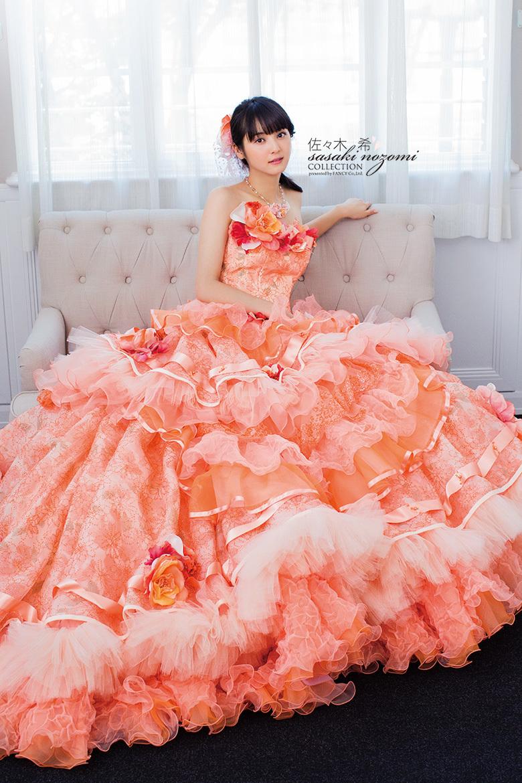 佐々木希 2017 薔薇のコサージュ ドレス