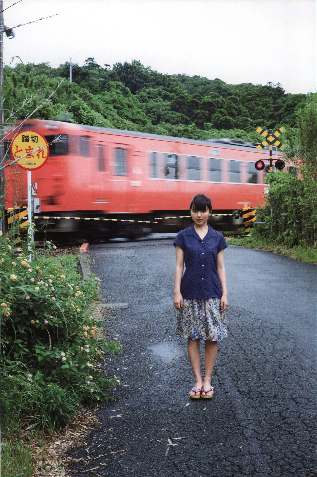 日本清纯美女真野恵里菜 『 ZERO 』 JR西日本 踏切 2018 薔薇