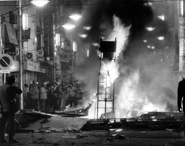 71年に東京都で起きた渋谷暴動事件=1971年11月14日撮影