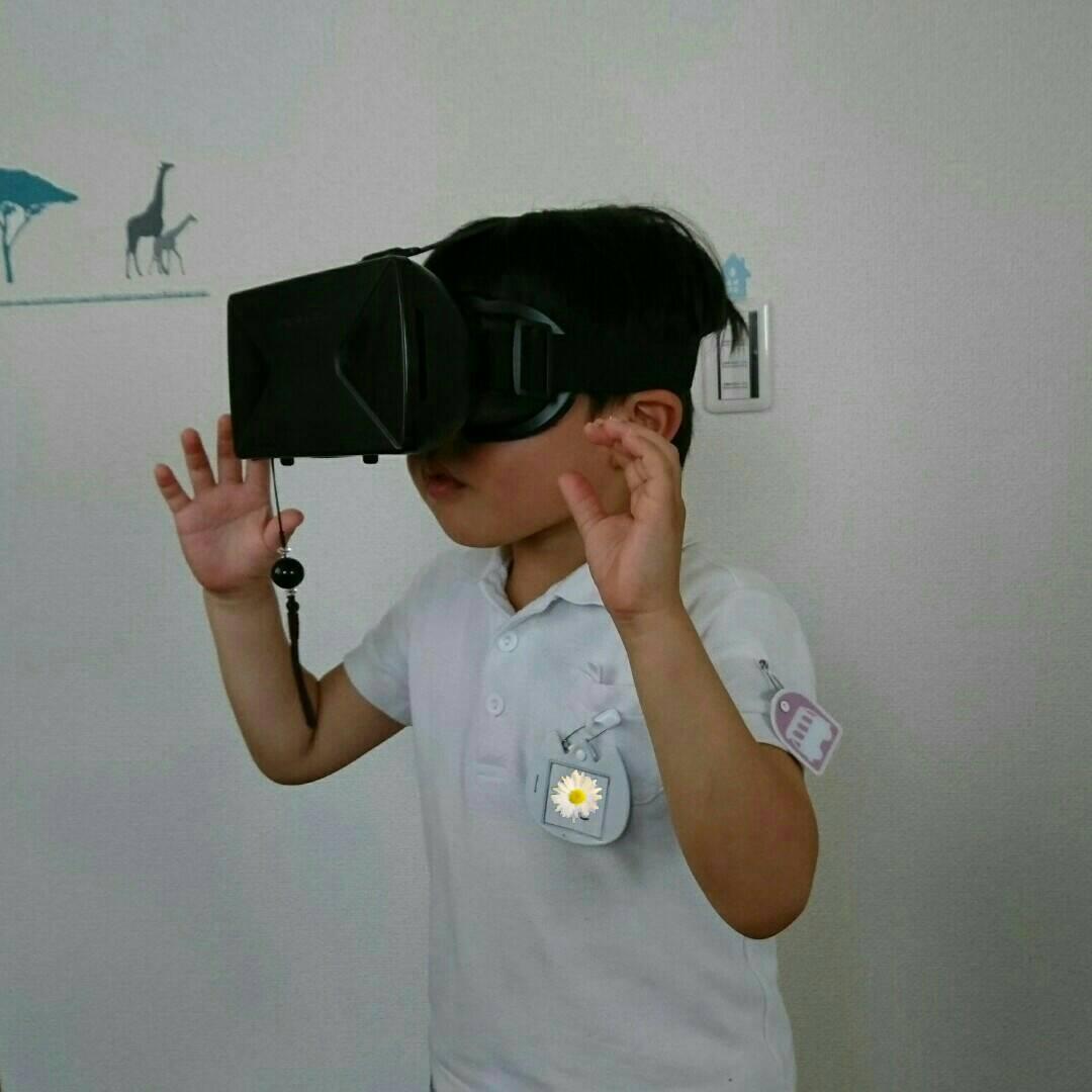 VR体験中の長男