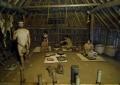 復元した竪穴住居の内部
