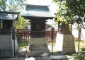 左から琴平神社、三峰神社、八幡神社