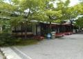 茶店の並ぶ参道
