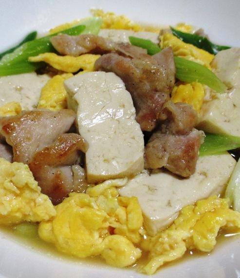 鶏もも肉と豆腐炒り卵の煮物 大