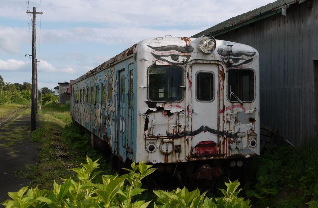 『おじゃMAP』がスマスマ特別編のようだと話題!香取慎吾が車両修復のため20年振りに津軽鉄道へ