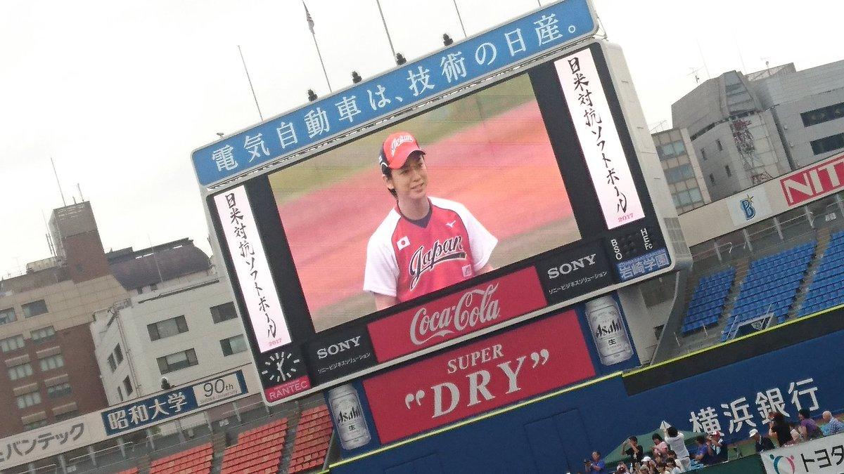 【画像】KAT-TUN亀梨和也が日米対抗ソフトボールの始球式で山田選手と1打席対決→空振り三振に!