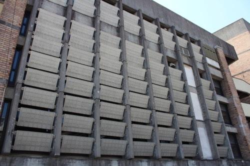 0251:長崎市公会堂 左右の斜めルーバー