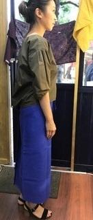 ブルー巻きスカート 横