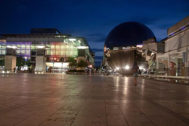 Bristol millenium-space-425609_640
