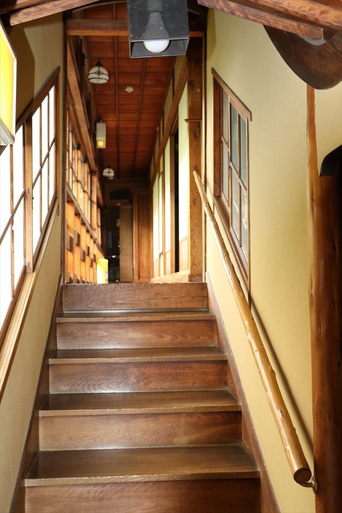 奥の間に至る階段