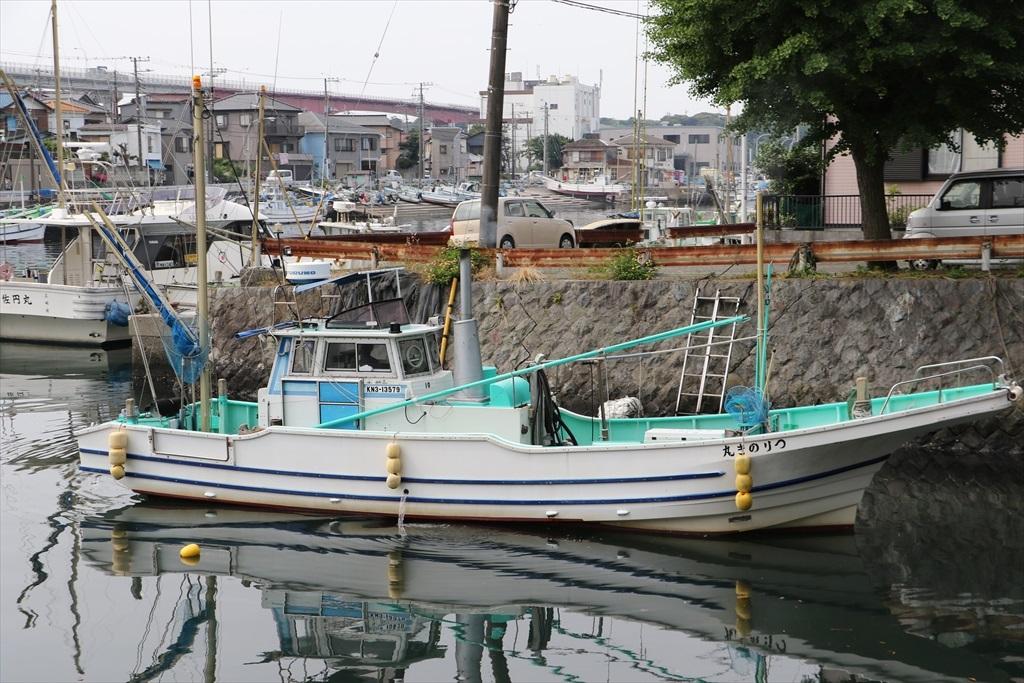 出港する漁船_1
