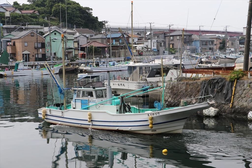 出港する漁船_4