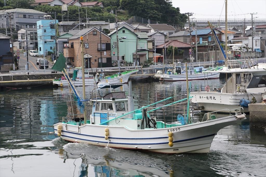 出港する漁船_5