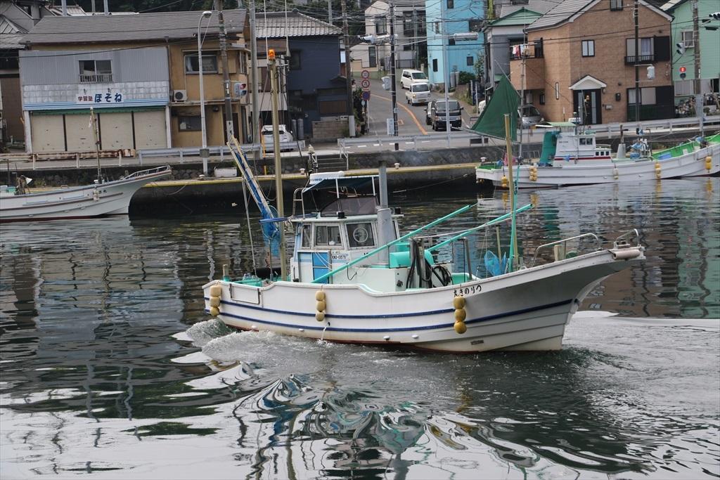 出港する漁船_7