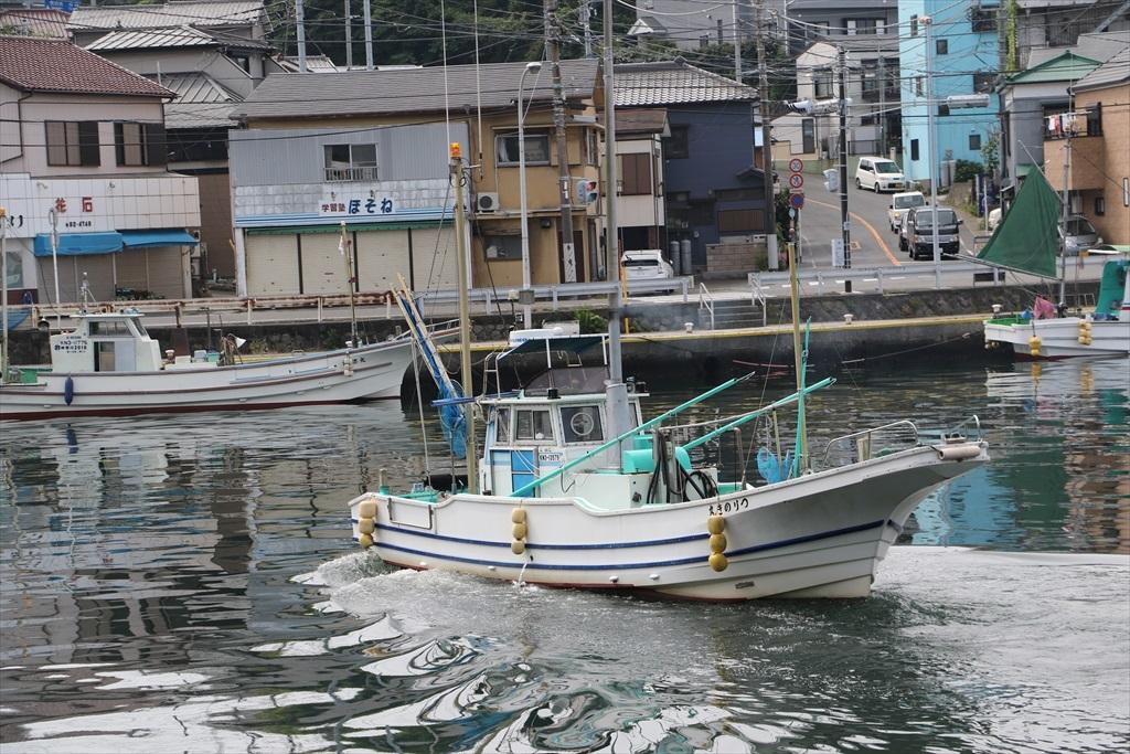 出港する漁船_8
