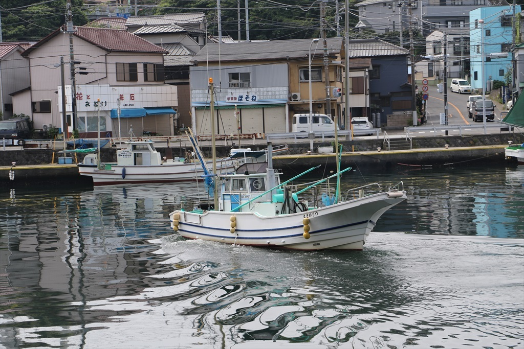 出港する漁船_9