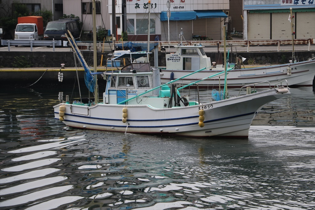 出港する漁船_10