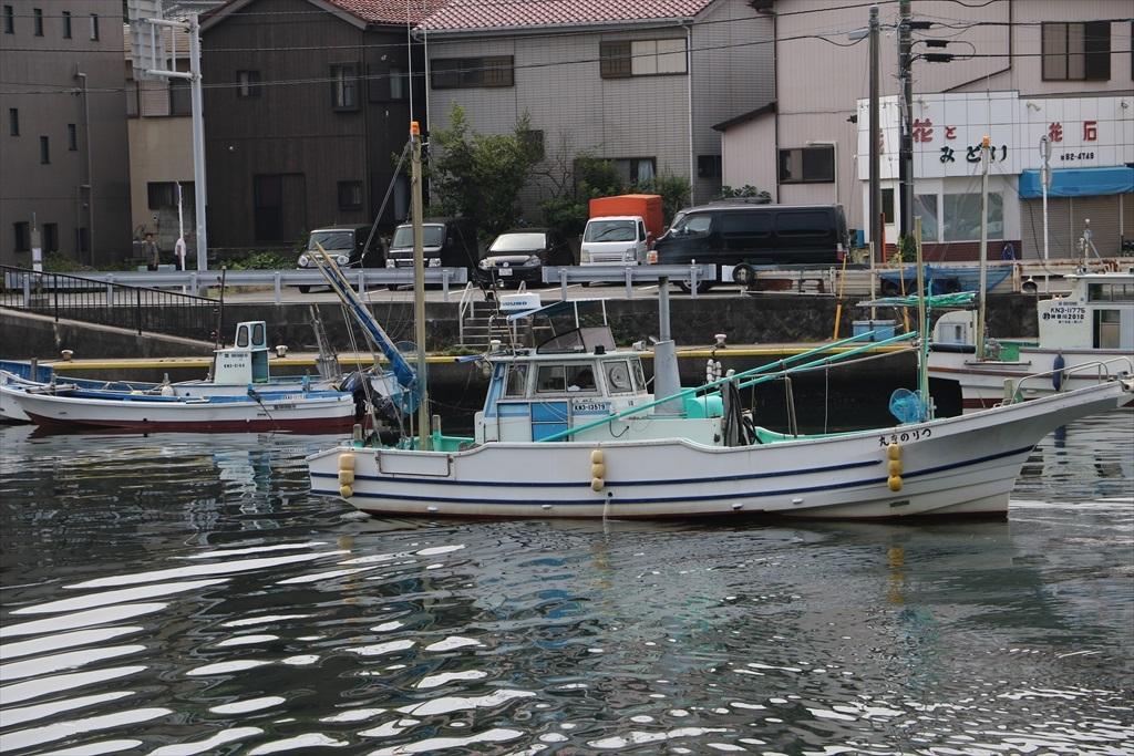 出港する漁船_11