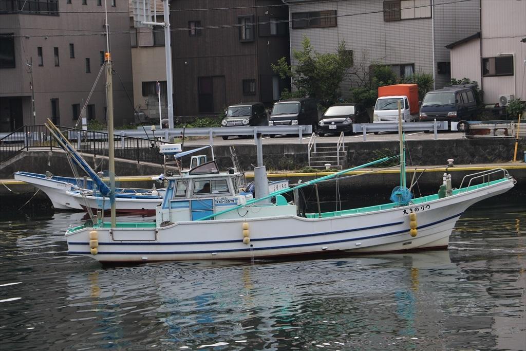出港する漁船_12