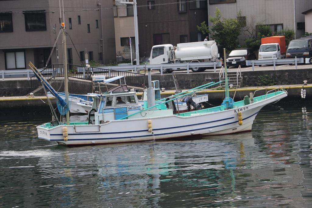 出港する漁船_13