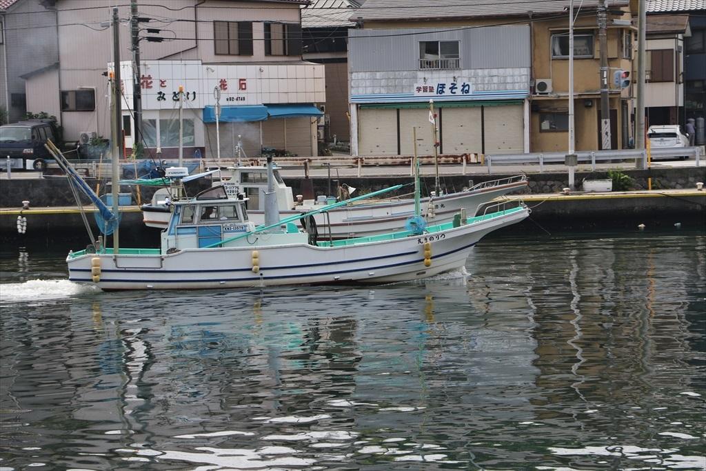 出港する漁船_14