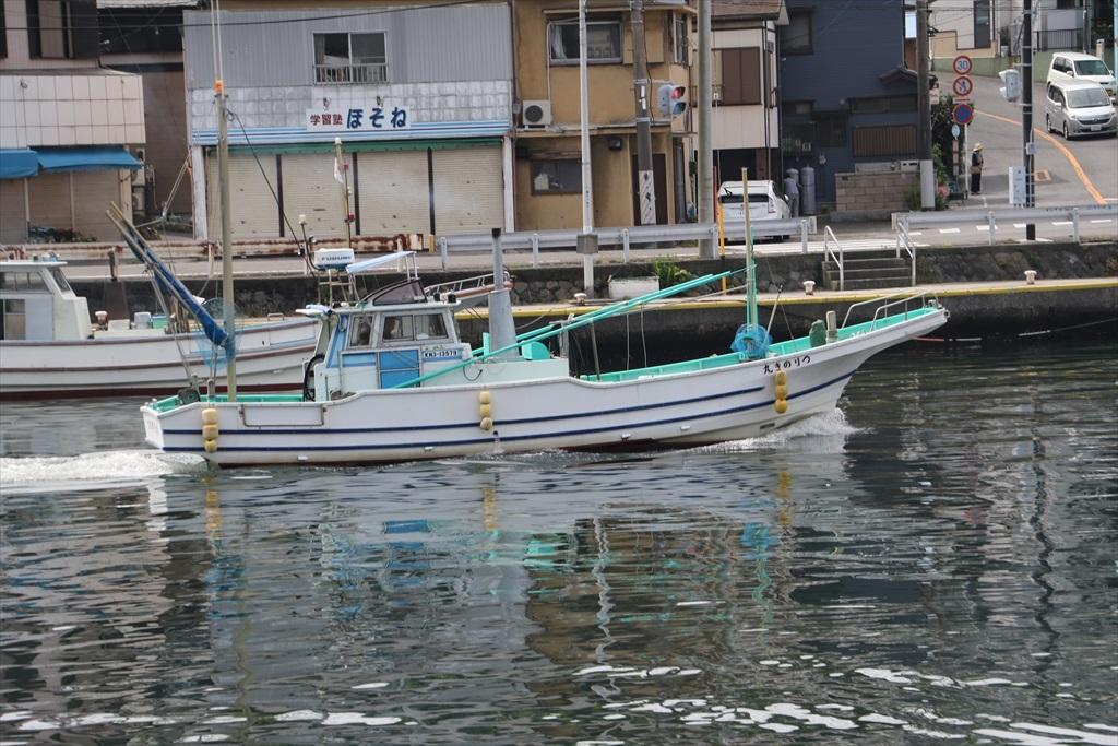 出港する漁船_15