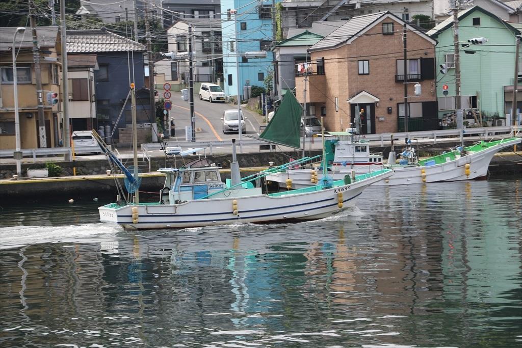 出港する漁船_16