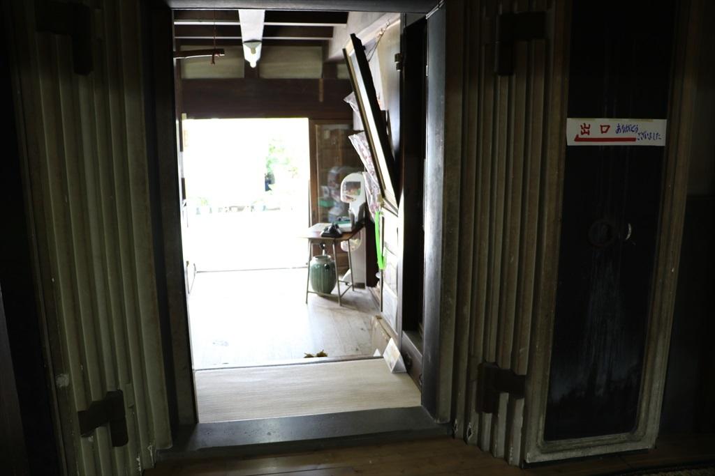 店口との仕切りにはすごい防火扉が