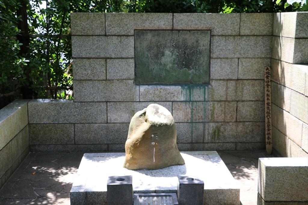 俳人松本たかしの墓と句碑