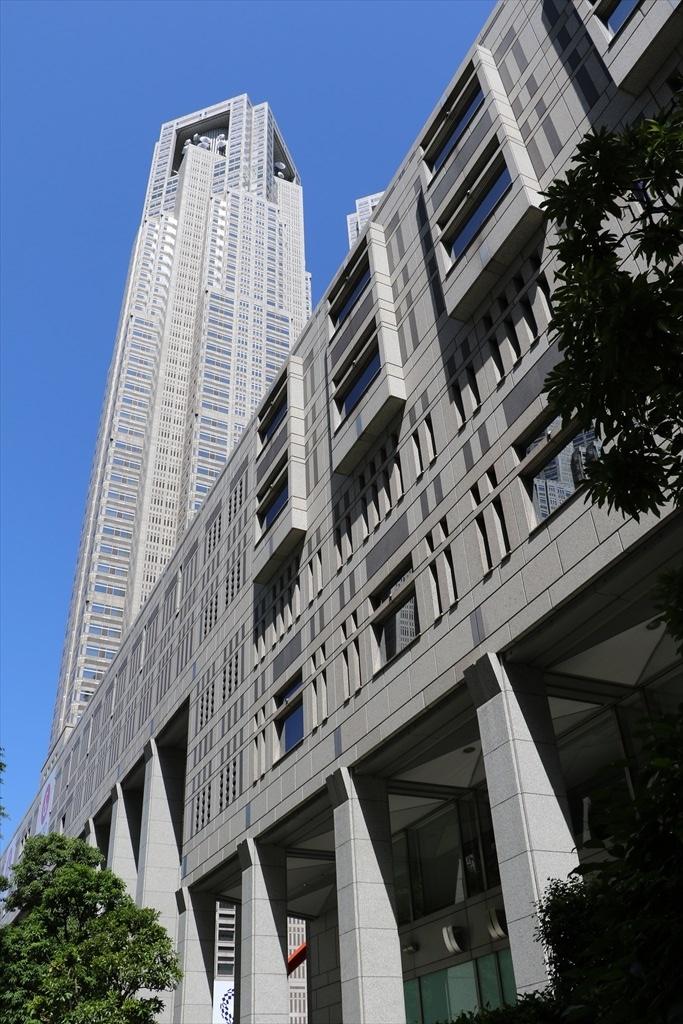 都庁の建物群_3