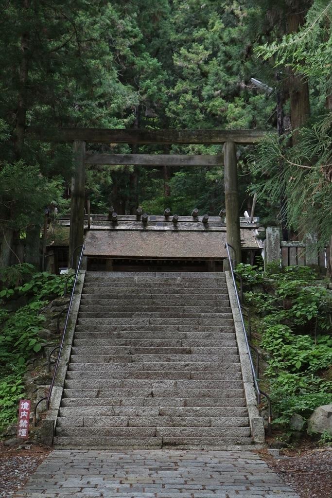 三の鳥居と神門とが見える_2
