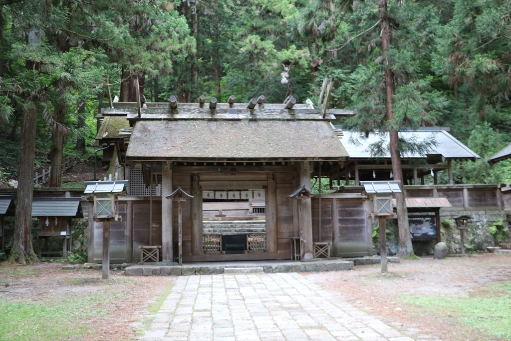 三の鳥居と神門とは遠目には近接しているように見えたが、実際にはかなり離れていた