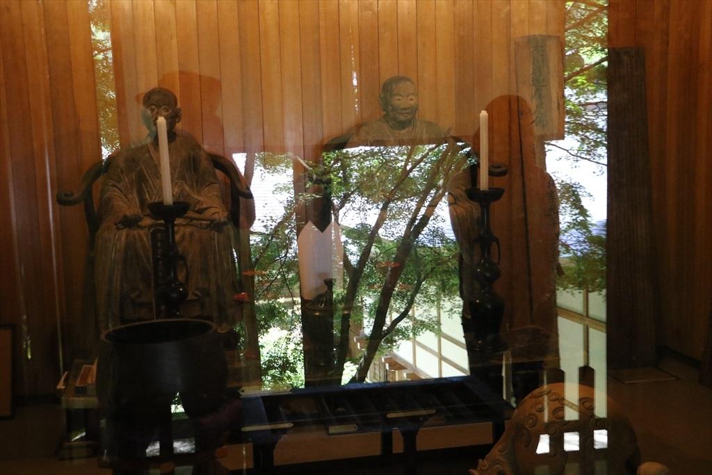 重要文化財の安楽寺開山と2世住職の頂相彫刻