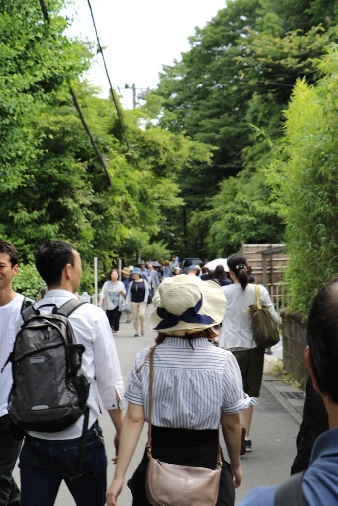 円覚寺に立ち寄る人もいるにはいたが_3
