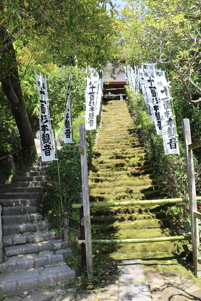 鎌倉石の苔生した石段_7