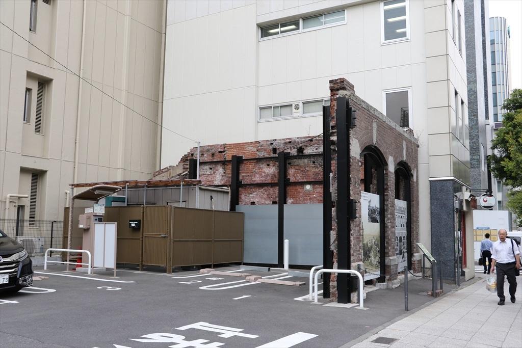 通りを挟んだ向かいの駐車場から見つかった関東大震災直後の遺構_1