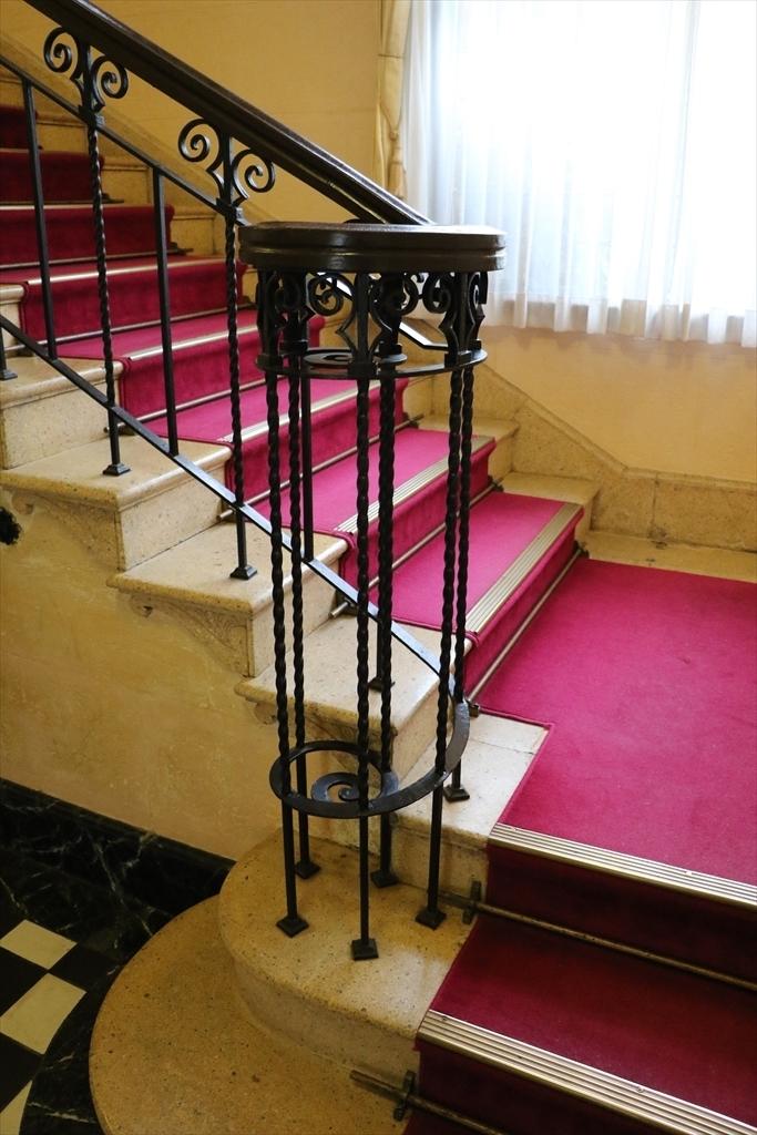 メインの階段_1