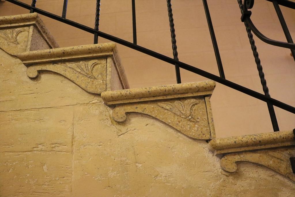 メインの階段_2