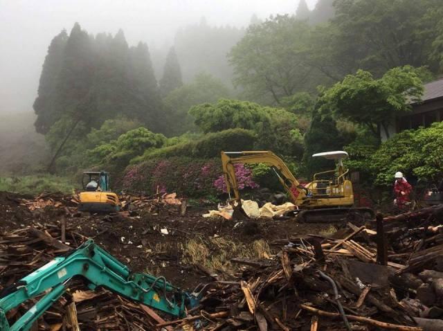 何となく雨が止んだので「二番」だけで「火の鳥温泉」の作業開始。