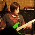 higashimoto-playing.jpg